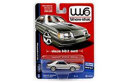 AUTO WORLD 1:64 DELUXE SERIES - 1984 FORD MUSTANG SVO  DIECA