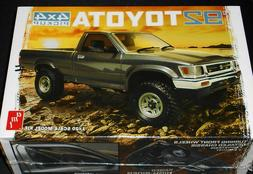1992 Toyota 4x4 Pickup 1/20 AMT Plastic Model Kit