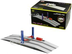 BATTERY OPERATED TWO POST AUTO LIFT FOR 1/24 SCALE DIECAST M