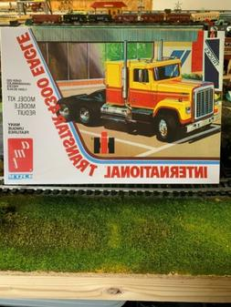 AMT International Transtar 4300 1/25 model truck kit new wit