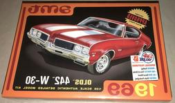 AMT 1105 1969 Olds 442 W-30 1:25 Scale Plastic Model Kit Req