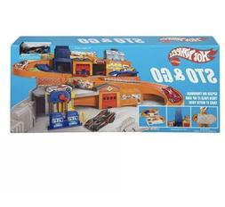 Hot Wheels Sto and Go Track Lift Garage Playset Carry Case R