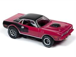 Auto World Xtraction R26 1971 Plymouth Cuda Panther Pink HO
